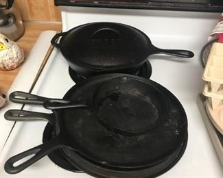 Lodge cast iron fryer and biscuit pans