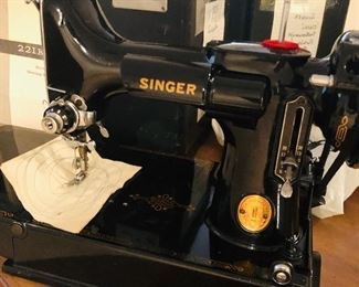 Singer Featherweight Sewing machine 221K