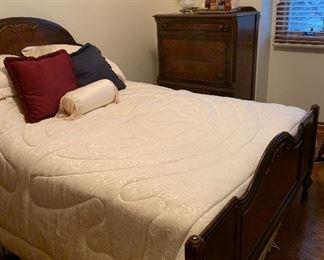 Vintage bedroom set, very nice condition.