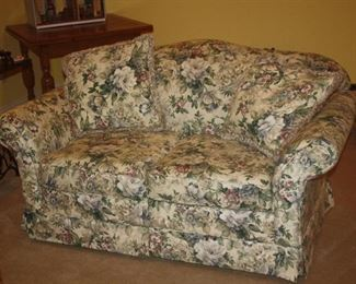 KITTLE LOVE SEAT$65