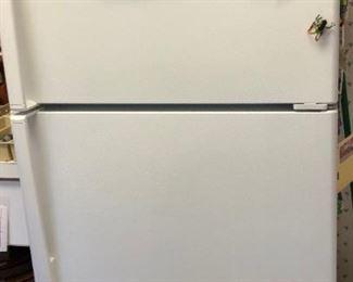 GE 14.6 Cu. Ft. Top-Freezer Refrigerator Model No. GTS15CTHMRWW