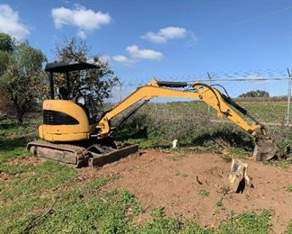 2010 CAT 303C CR mini excavator. 3900 hours. Newer paint, engine just serviced, regular maintenance and greasing. Hydraulic fluid test shows good fluid and hydraulics.