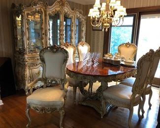 Ornate Dining Room Table w/ 1 Leave, 6 Chairs & Breakfront