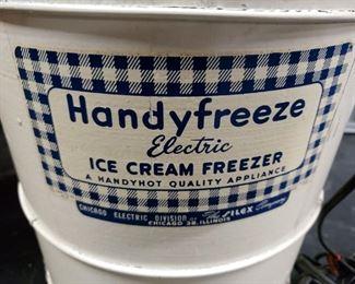 Vintage 1940's Handyfreeze #2204  electric ice cream freezer