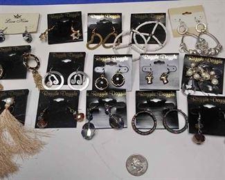 https://www.ebay.com/itm/114173841218BOX074AA COSTUME JEWELRY LOT OF FIFTEEN PIERCED EARRINGS LOT #1  $10