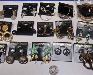https://www.ebay.com/itm/124142913083BOX074AD COSTUME JEWELRY LOT OF FIFTEEN PIERCED EARRINGS  LOT #6 $10