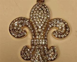 https://www.ebay.com/itm/124141884445BOX074o COSTUME JEWELRY FLEUR-DE-LIS CHAIN FAB  $10