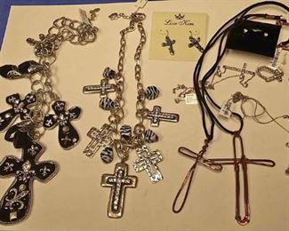 https://www.ebay.com/itm/124141886504BOX074R COSTUME JEWELRY CHRISTIAN CROSS NECKLACE LOT #2  $10