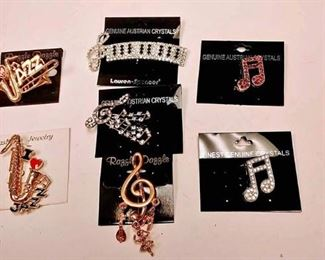 https://www.ebay.com/itm/114171647449BOX074T COSTUME JEWELRY JAZZ & MUSIC PIN LOT OF SEVEN  $20