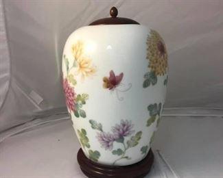 https://www.ebay.com/itm/114191848770Br9007: Gallery Originals Porcelain Vase  $20