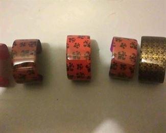 https://www.ebay.com/itm/124150466556CJ0005 COSTUME JEWELRY LOT OF FIVE FLEUR-DE-LIS METAL CUFF BRACELETS  RX BOX 4 CJ0005 $15