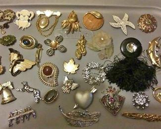 https://www.ebay.com/itm/114182839606CJ0016 COSTUME JEWELRYLOT OF WOMENS PINS , BROUCHS  RX BOX 4 CJ0016 $15
