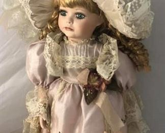 https://www.ebay.com/itm/114192700992Cma2040: Dream Girl Show Stoppers Doll  $75