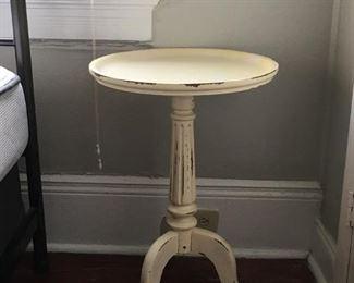 "https://www.ebay.com/itm/114183809458PA011: Wood Pedestal Table Local Pickup 18""x26"" $ 45 Each"