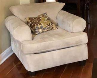 https://www.ebay.com/itm/114186841944PA041: XL Tan Fabric Occasional Chair Local Pickup  $50