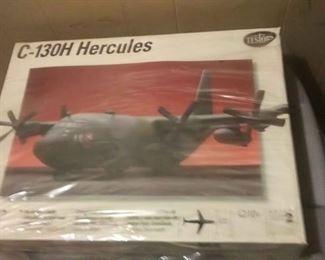 https://www.ebay.com/itm/114209908534BOX010 VINTAGE 665 TESTERS LOCKHEED C-130 HERCULES 1:72 MODEL KIT IN BOX.  ( plastic wrap coming off outside of box) BOX010$30