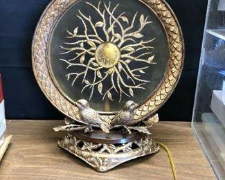 KG4011https://www.ebay.com/itm/114484167799KG4011: Large Back Lit Decorative Lamp with Birds Brass Pickup Only Auction