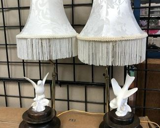 KG4012https://www.ebay.com/itm/114484169258KG4012 Part of Dove Endtable Accent Lamps Pickup Only Auction