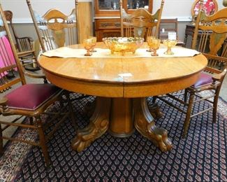 Beautiful clawfoot oak table (late 1800's) with leaves