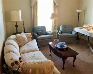 Formal living room , everything in perfect immaculate condition