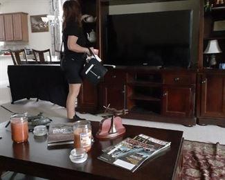 Liz still setting up !