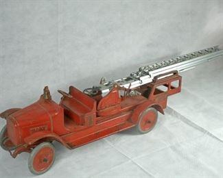 (RARE) 1920's BUDDY L AREIAL LADDER FIRE TRUCK