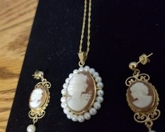 14kt and cultured pearls