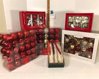 Christmas Ornaments https://ctbids.com/#!/description/share/312875