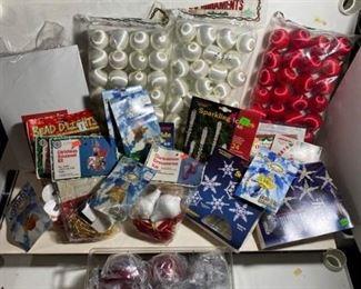 Holiday Craft Itemshttps://ctbids.com/#!/description/share/313345