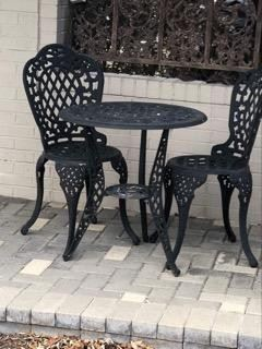 Table for two Wrought iron outdoor patio set in perfect condition