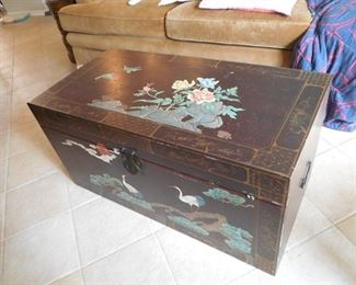 PAINTED AND DECORATED LARGE TRUNK. PROBABLY  HAND PAINTED (PICTURE #2)