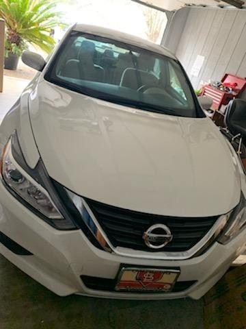 2016 Nissan  Altima  28098 miles Excellent condition, clear Arkansas title