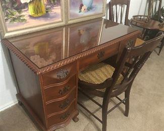 perfect sized desk-