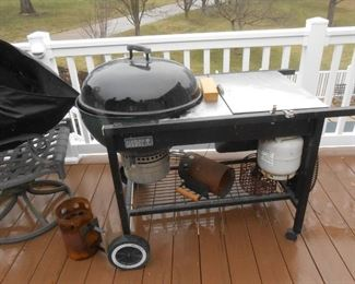 Very nice Weber BBQ with stand