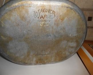 Wagner Ware - Magnatlie with lid