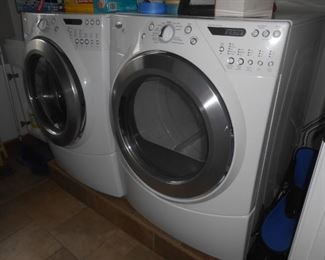 Front-load washer/dryer