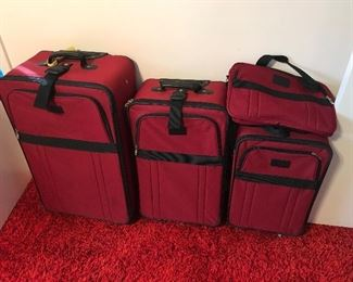 Very nice (like new) luggage set