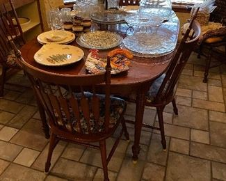 Ethan Allen dining table with 4 chairs and 2 leaves