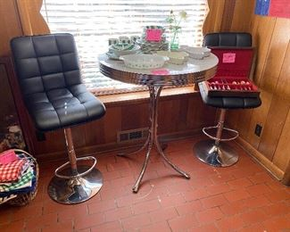 Retro bar table and 2 stools, very cool!