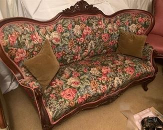 Vintage Victorian style settee, in great condition