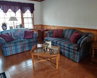 Very nice living room suite couch and loveseat