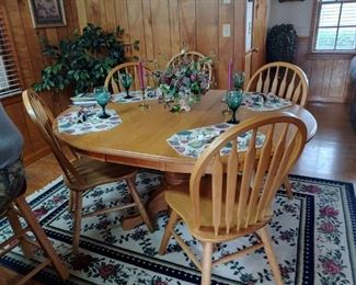 Nice solid oak dining room table and chairs