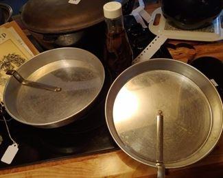 Vintage quick release baking pans