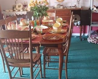 Beautiful antique oak Queen Anne table and chairs