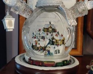 Many quality Thomas Kinkade Christmas items