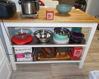 Pyrex, Rice cooker, tray, wooden salad bowl, misc.