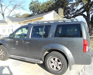 2007 Nissan Pathfinder, fresh tune-up and new tires, leather seat and seat warmer, 4 Wheel drive, detailed
