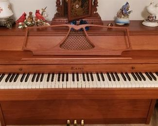 STARK spinet piano, bench included