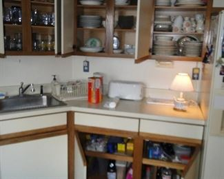 Lot and lots of kitchen items