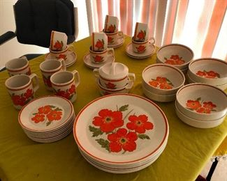 You will have to FIGHT ME for this dinner set!